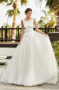 Scoop Neckline Sleeveless And Deep V-back Ballgown Tulle Wedding Dress With Lace Appliques