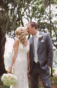 Elegant Lace Appliques Wedding Dress With Key Hole Zipper Button Back