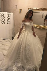 Long Sleeve Luxury Off-the-shoulder Illusion Lace Ballgown Wedding Dress With Keyhole Back