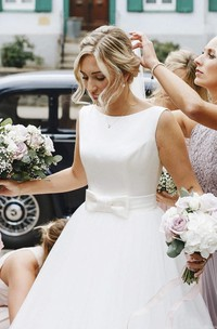Sleeveless Deep V-back Ethereal Ballgown With Bow And Tulle Wedding Dress