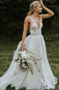 A Line V-neck Tulle Floor-length Sleeveless Wedding Dress with Appliques