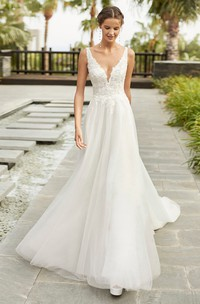 Sexy Sleeveless Plunging Neckline With Cathedral Train A-line Lace Tulle Wedding Dress