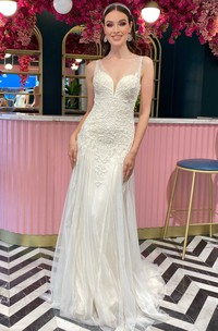 Bohemian Sheath Lace Tulle V-neck Sleeveless Wedding Dress With Appliques and Pleats